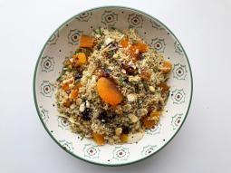 Salade de quinoa aux fruits secs et séchés